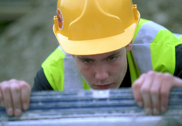 1288970853_construction-trainee-learning-measuring-skills