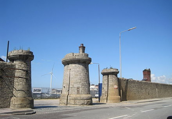 440px-Bramley_Moore_Dock_Gates_-_geograph.org.uk_-_1433064