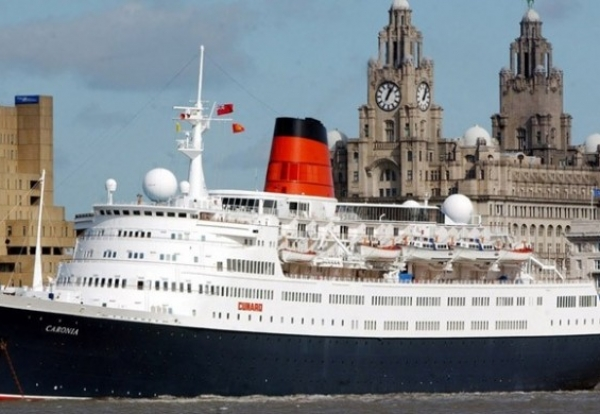 Cruise-liner-on-the-Mersey-770x390