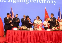 Mr-Wang-Cllr-Dore-at-the-signing-ceremony-in-Chengdu