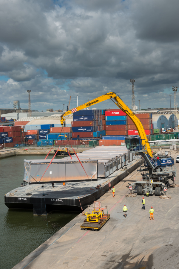 Tilbury Thames Tideway office pontoon move 1