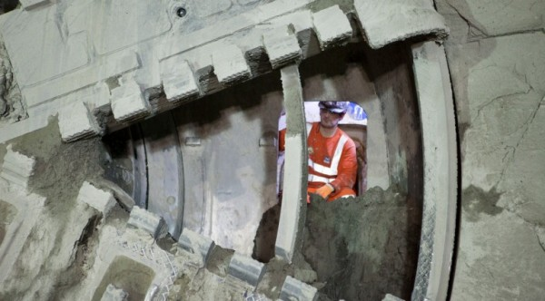 tbm elizabeth breaks through into whitechapel station box jan 20_ 2014_120747
