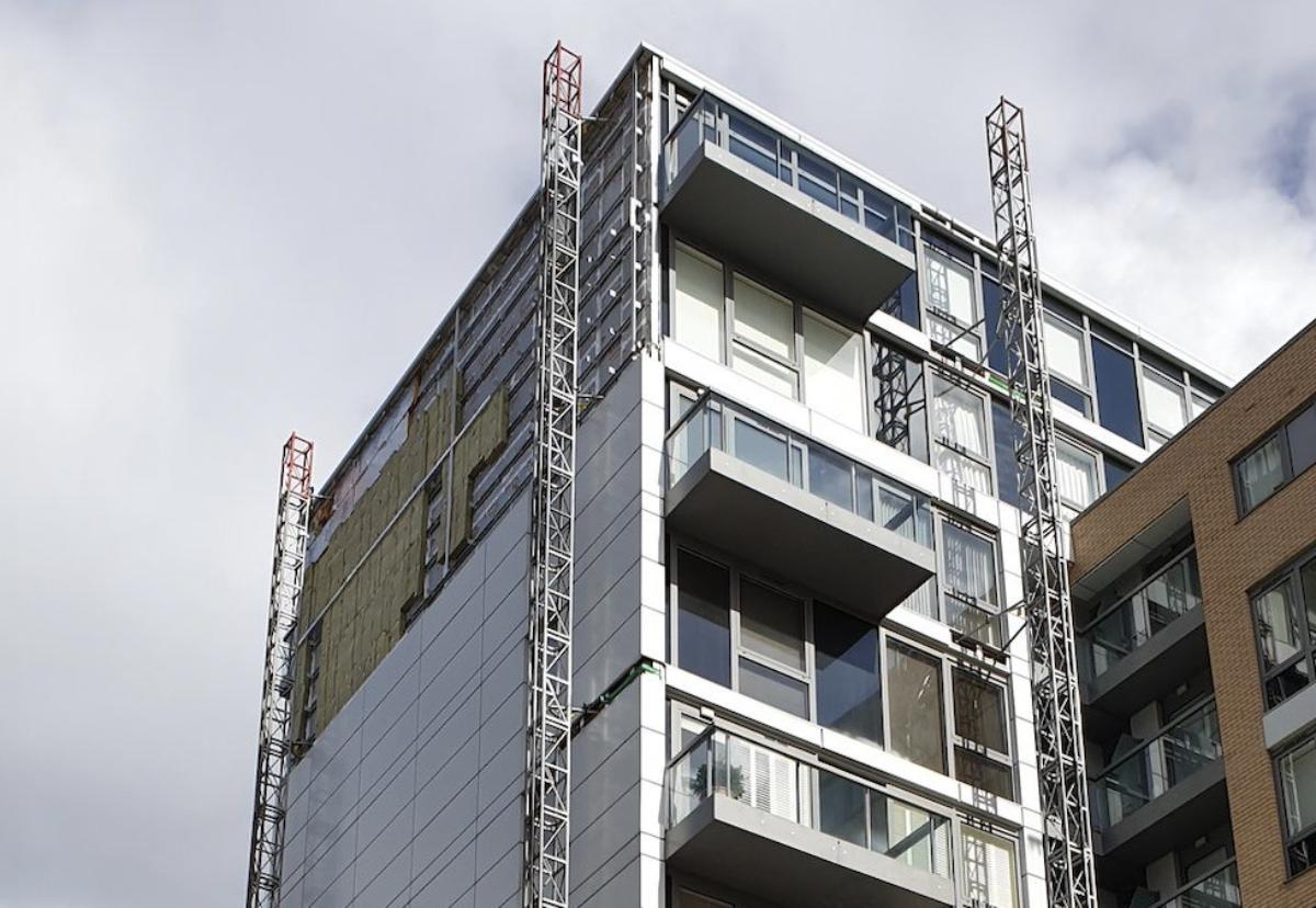 Recladding work halted at Greenwich riverside development
