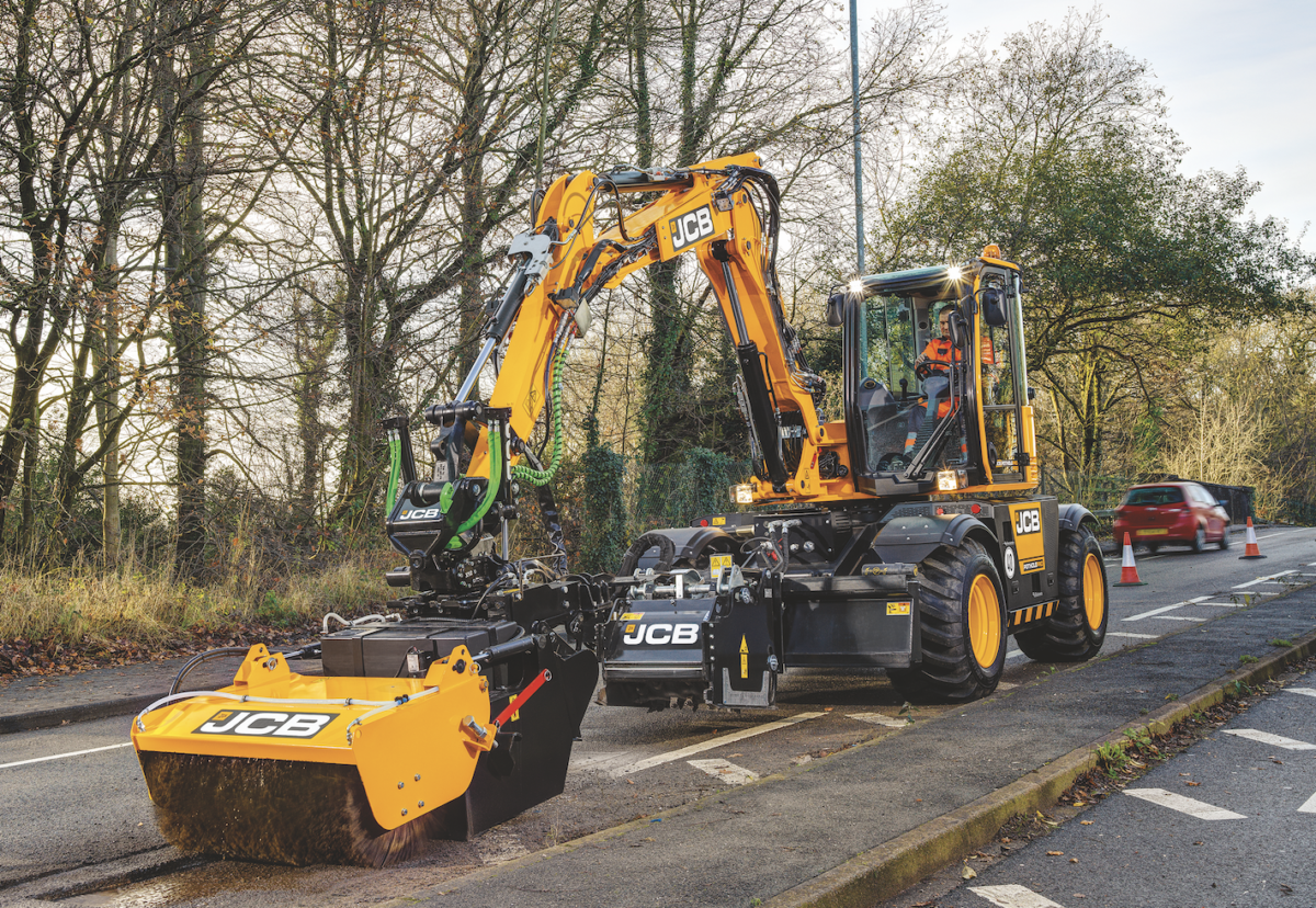 Hydradig machine is fixed with cut, crop and clean tools