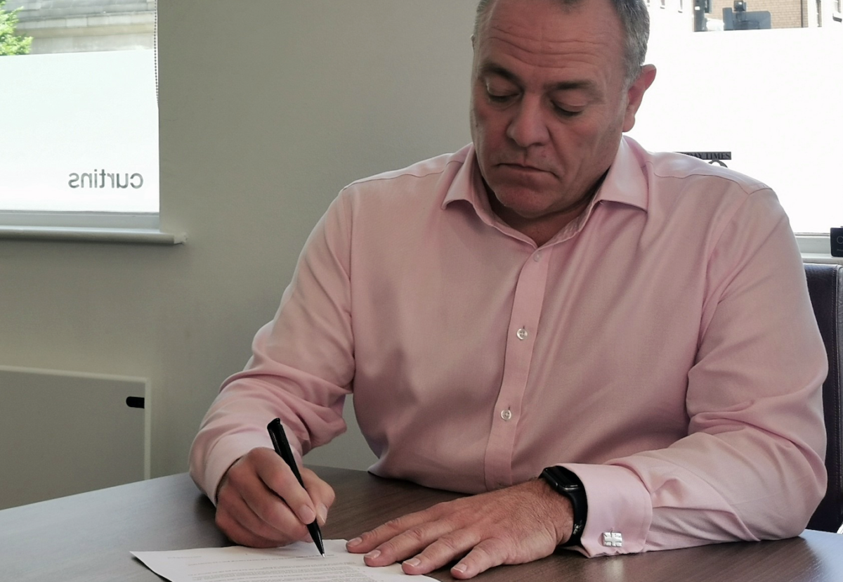 Curtins chief Rob Melling signs EOT