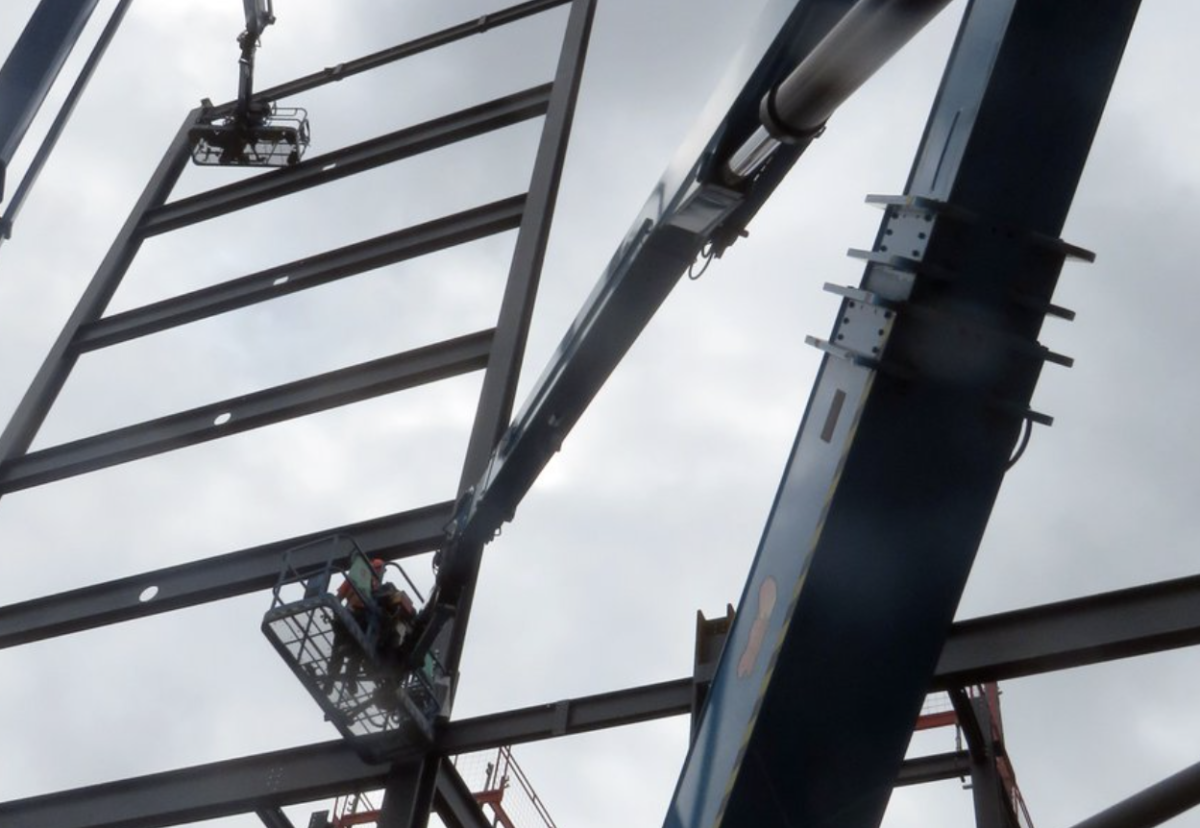 Thorpe Park in Leedswhere over 1600 tonnes of steel was erected for the new office building and podium.