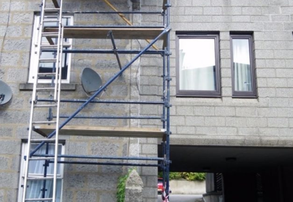 Unsafe scaffold at Jute Street